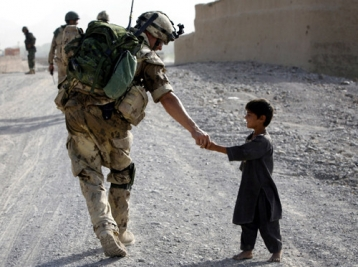 http://michielburger.nl/files/gimgs/th-100_child-helping-soldier-sweet-war-Favim_com-278990.jpg
